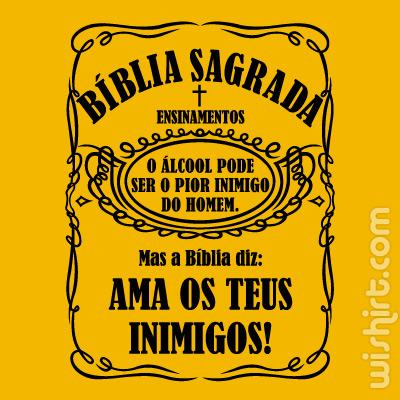 T-shirt O álcool pode ser o pior inimigo do homem. Mas a Biblia diz, Ama os Teus Inimigos