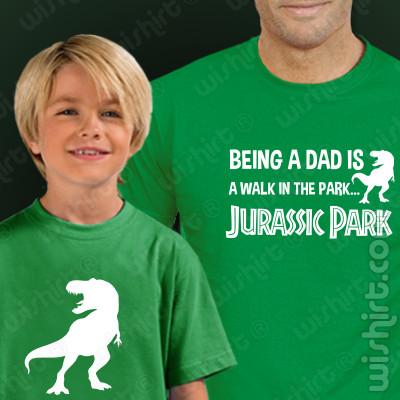 T-shirts Being a DAD is a Walk in the Park... Jurassic Park Pai e Filho. Prenda Dia do Pai, conjunto de duas t-shirts, edição especial Dia do Pai. T-shirt de Homem + T-shirt de Criança
